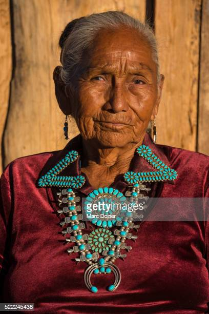 Navajo woman with traditionnal turquoise jewelery