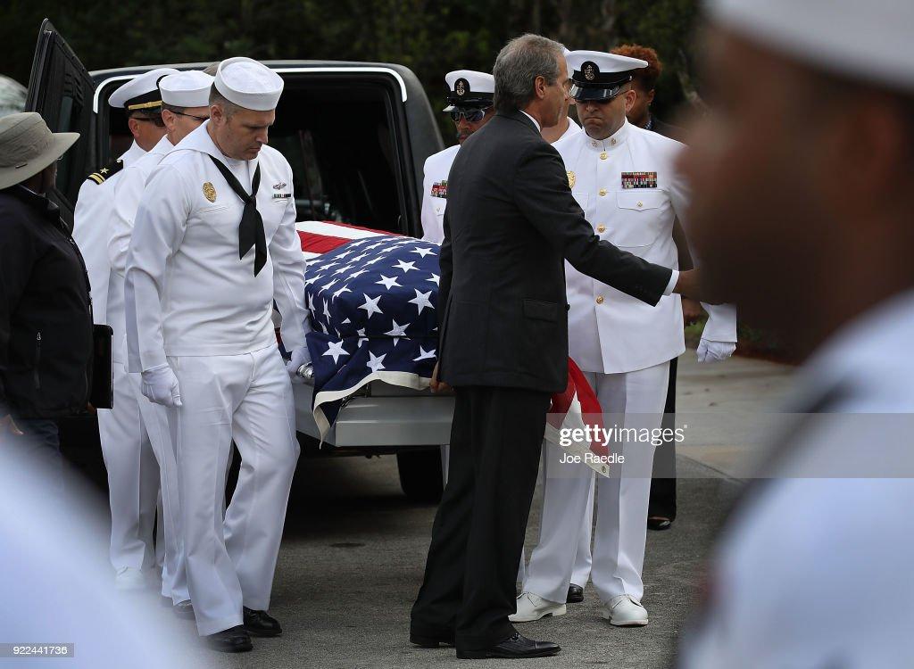 Funerals Held For Victims Of Parkland, FL High School Shooting : Nachrichtenfoto