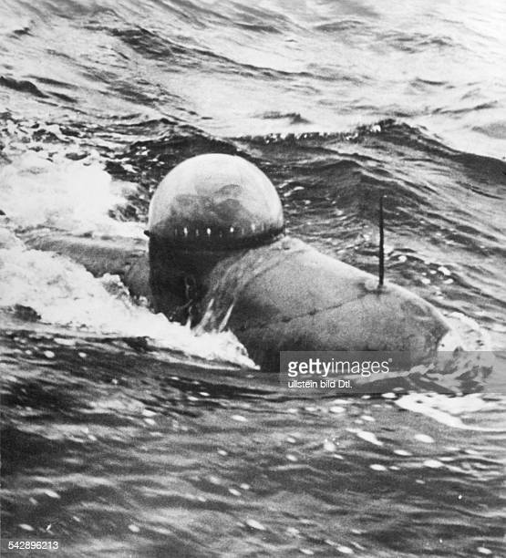 WW II naval warfare UBoat war midget submarie self propelled one man torpedo 1944