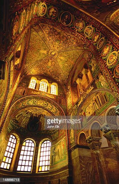 nave of basilica di san vitale. - ラヴェンナ ストックフォトと画像