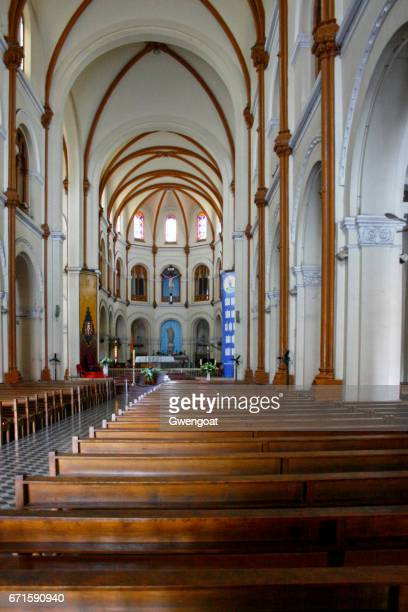 nave of the notre-dame cathedral basilica of saigon - gwengoat stock pictures, royalty-free photos & images