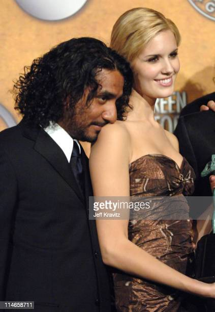 Naveen Andrews and Maggie Grace of 'Lost' winner Outstanding Performance by an Ensemble in a Drama Series