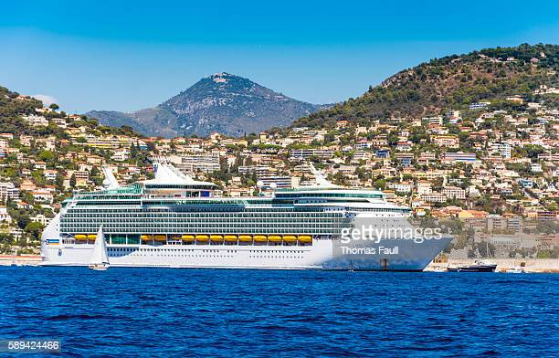 navigator of the seas cruise liner in france - paquebot france photos et images de collection