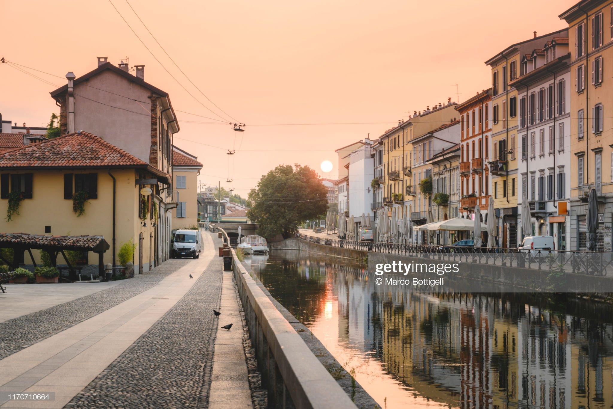 Navigli canals at sunrise, Milan, Italy : Foto stock