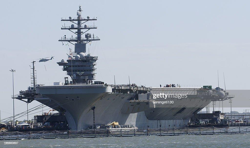 米国海軍航空母艦 : ストックフォト