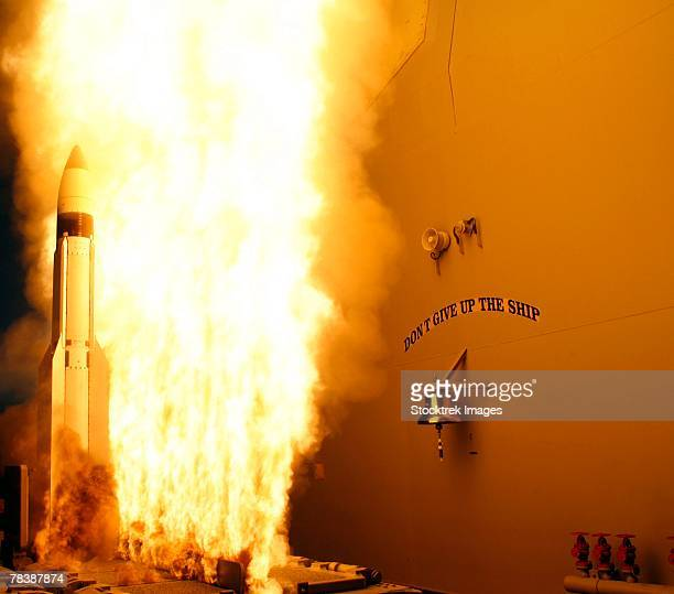 u.s. navy ballistic missile flight test. - uss lake erie cg 70 stock pictures, royalty-free photos & images
