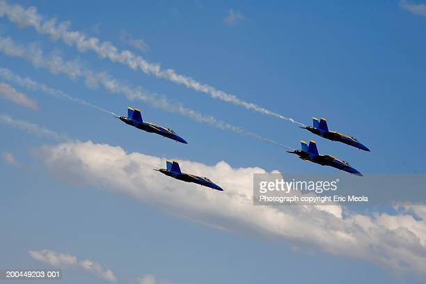 us navy blue angel f-188 flight team - blue angels stock pictures, royalty-free photos & images