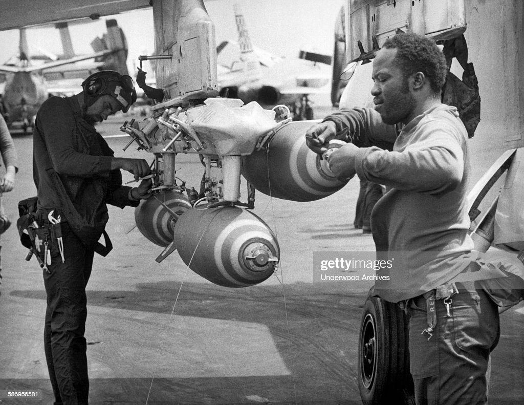 navy-crewmen-on-the-uss-constellation-fu