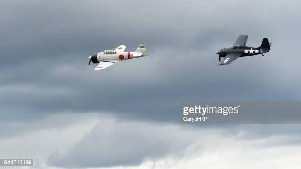 u.s. navy f6f hellcat a6m2 japanese zero airshow 2016 oregon - mitsubishi a6m zero stock photos and pictures
