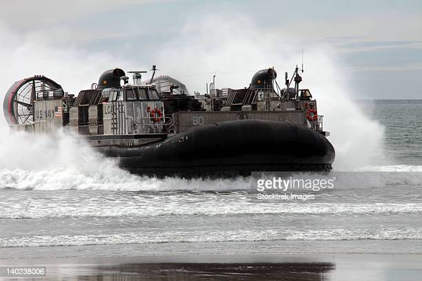 u.s. navy landing craft air cushion makes a beach landing. - landing craft stock pictures, royalty-free photos & images