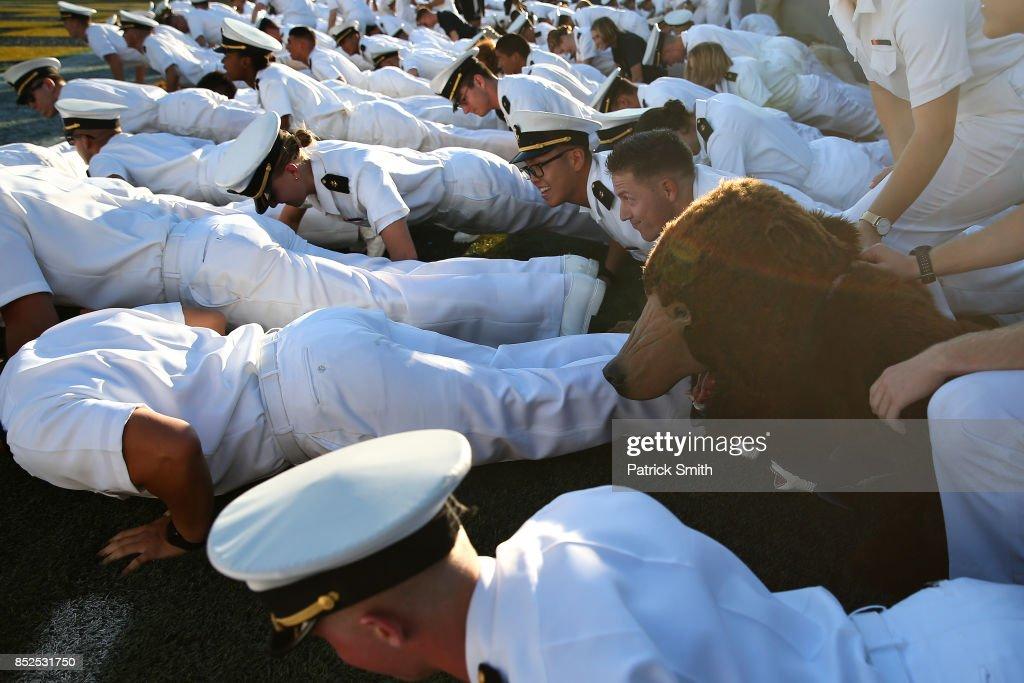 Cincinnati v Navy : News Photo