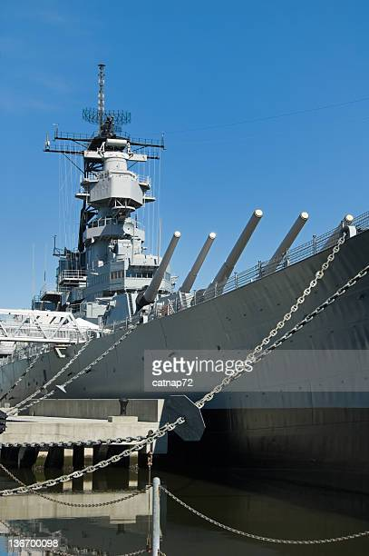 us navy military battleship, ww2 vintage, uss wisconsin - norfolk virginia stock pictures, royalty-free photos & images