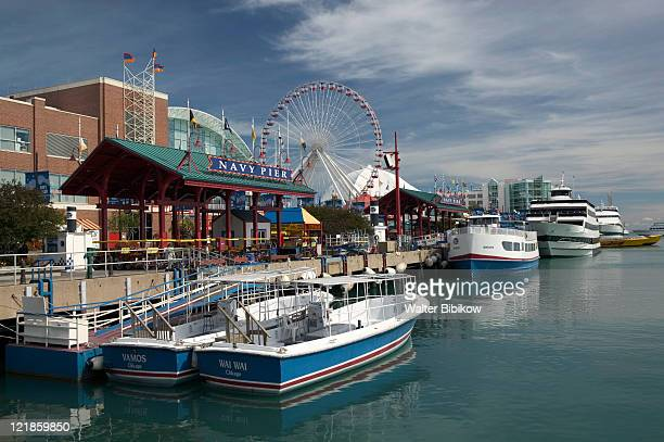 navy pier and chicago tour boats, chicago, il - navy pier stock pictures, royalty-free photos & images