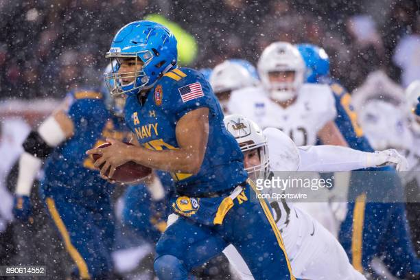 Navy QB Malcolm Perry carries the ball in the first half during the game between The Army Black Knights and Navy Midshipmen on December 09 2017 at...