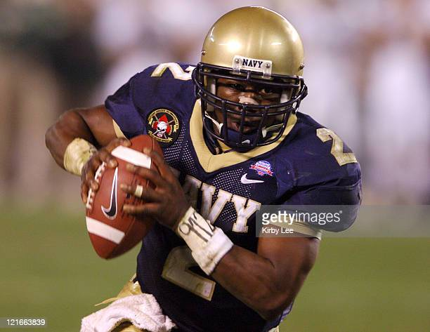 Navy quarterback Lamar Owens scrambles during 5130 victory over Colorado State in the Poinsettia Bowl at Qualcomm Stadium in San Diego Calif on...