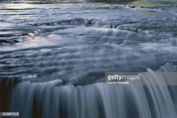 nawadaha falls - ポーキュパイン山脈ウィルダネス州立公園 ストックフォトと画像