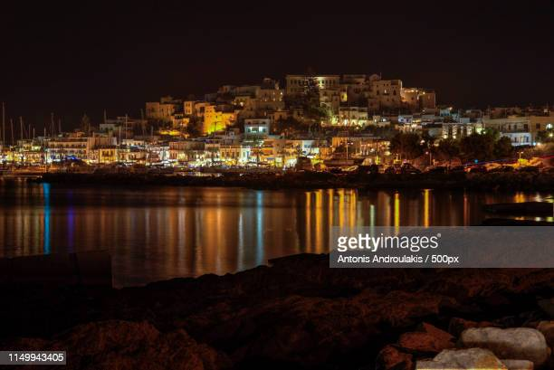 naxos city at night - naxos stockfoto's en -beelden