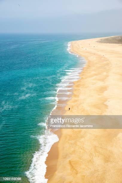 nazare beach, portugal - iacomino portugal foto e immagini stock