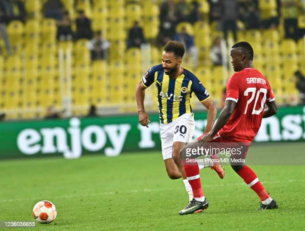 Nazim Sangare of Fenerbahce and Mbwana Samatta of Antwerp FC during the UEFA Europa League group D match between Fenerbahce and Royal Antwerp FC at...