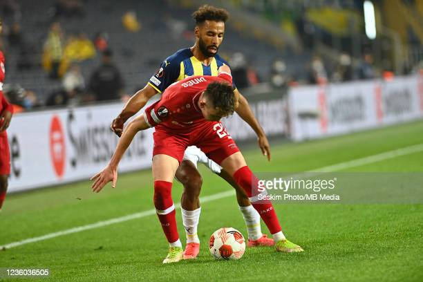 Nazim Sangare of Fenerbahce and Samuel Vines of Antwerp FC during the UEFA Europa League group D match between Fenerbahce and Royal Antwerp FC at...