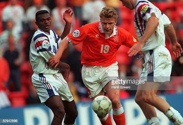 4 nE Liverpool Marcel DESAILLY/Frankreich Youri MULDER/Niederlande