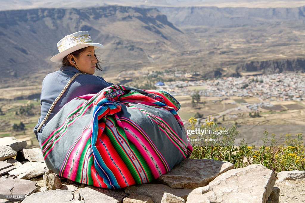 Peru : Young Woman with Hat and traditional manta : News Photo