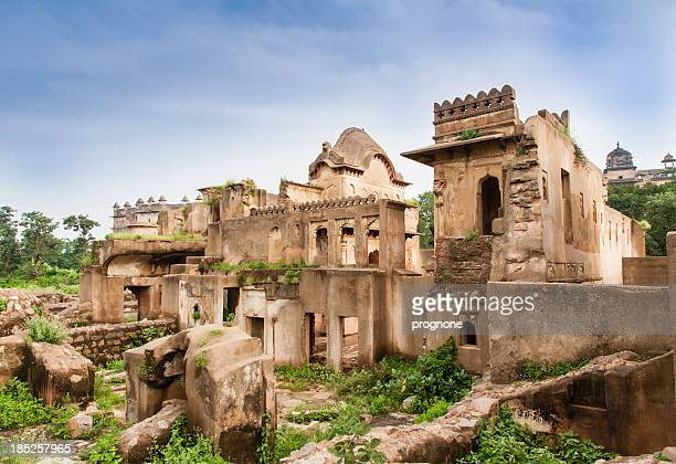 nearby jahangir mahal palace in orchha - madhya pradesh stock pictures, royalty-free photos & images