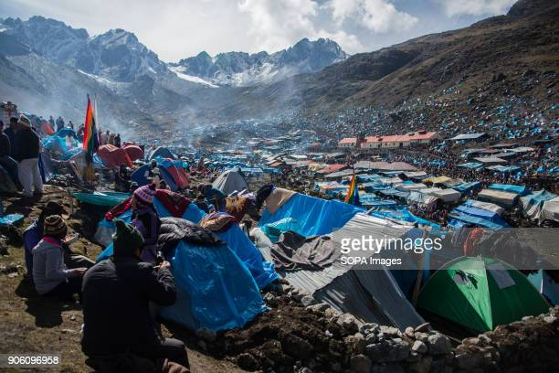 Nearly 100 thousand people camp in the Hoyada de Sinanqara at 4900 ms In it is the sanctuary of the Lord of Qoyllur Riti where is the image painted...