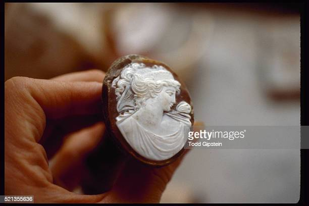 nearly finished cameo in cameo factory - gipstein stock pictures, royalty-free photos & images