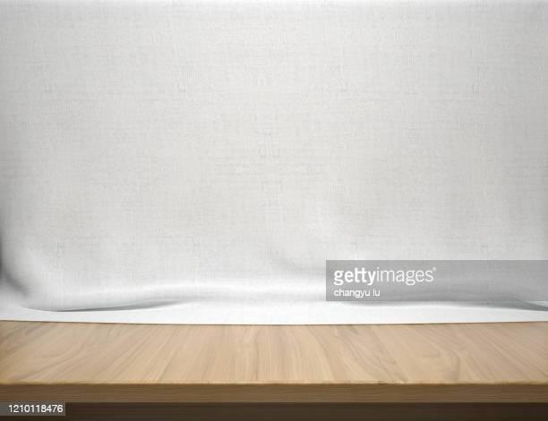 neat exhibition table; - tranquil scene photos et images de collection