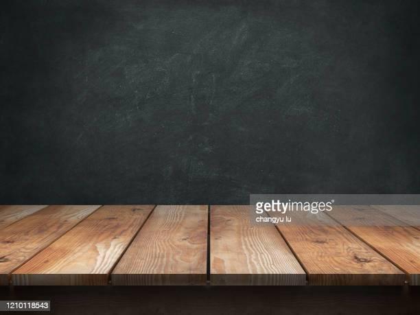 neat exhibition table; - ビネット ストックフォトと画像