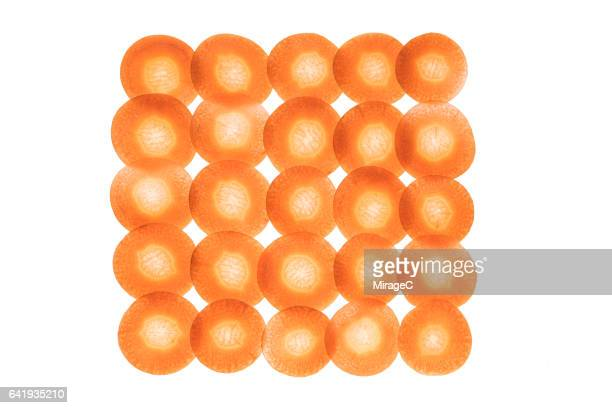 neatly arranged carrot slices - part of a series photos et images de collection