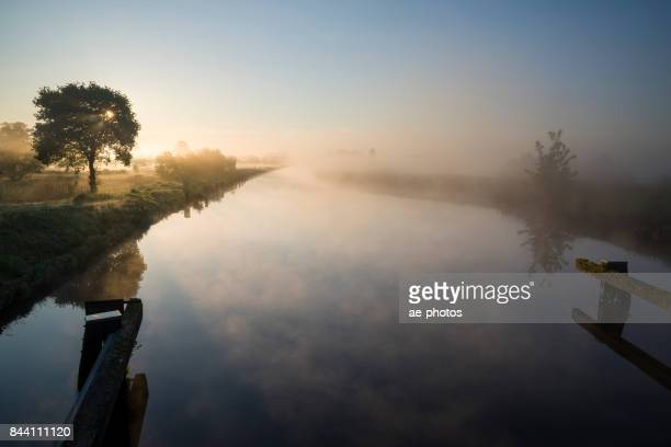 "Nebel Über Dem Ems-Jade-Kanal Bei ""Sonnenaufgang""."