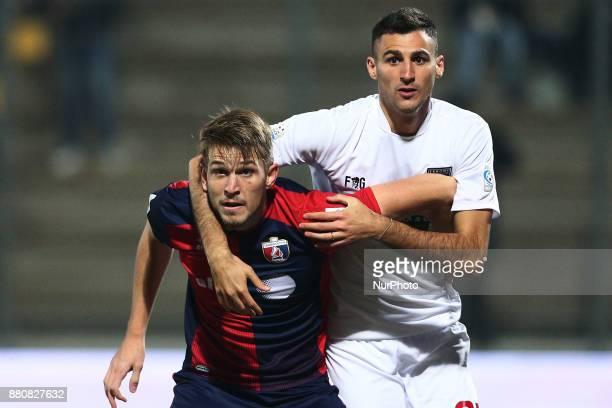 Nebil Caidi of Teramo Calcio 1913 fight with Luca Miracoli of SS Sambenedettese during the Lega Pro 17/18 group B match between Teramo Calcio 1913...