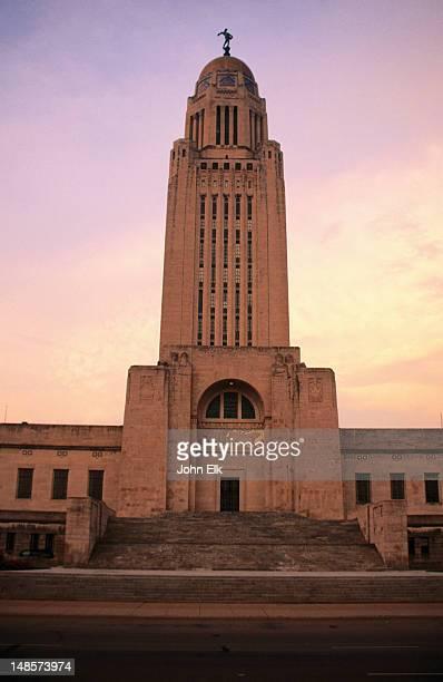 nebraska state capitol building (1922). - lincoln nebraska stock pictures, royalty-free photos & images