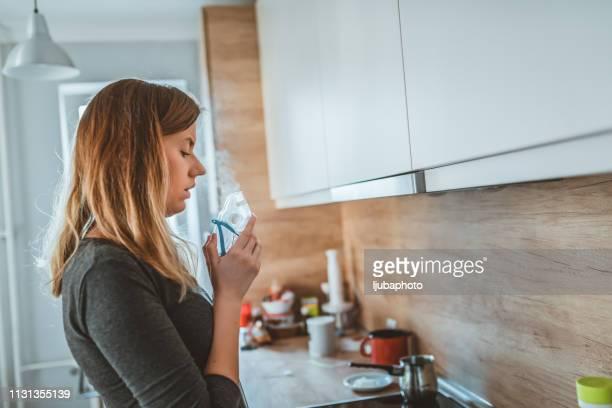 nebulizer aerosol woman inhaler machine medicine at home - amigdalite imagens e fotografias de stock