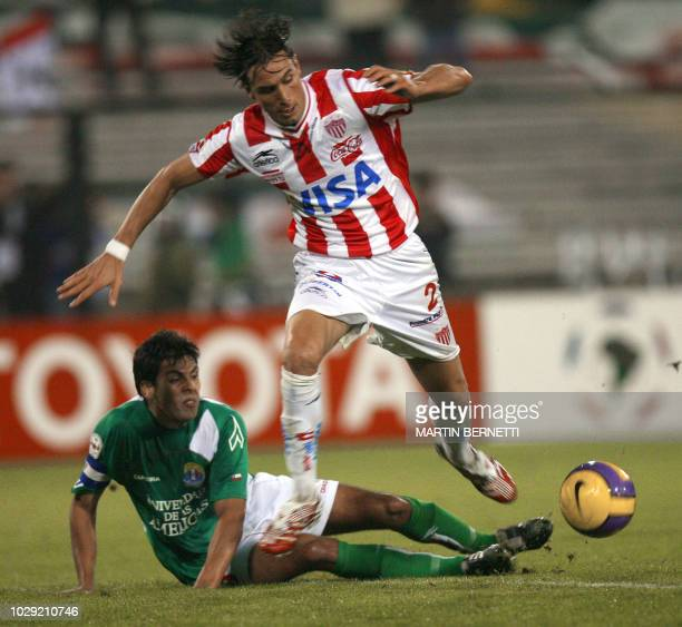 Necaxa from Mexico's Pablo Quattrocchi vies with Eladio Rivera of Audax Italiano from Chile during their Libertadores Cup football macht 11 April...
