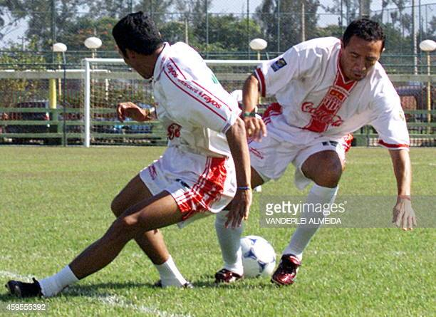 Necaxa's Jose Milian and Sergio Vazquez fight for the ball 12 January during training for the World Club Championship in Brazil Los jugadores del...