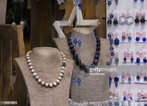 necklaces for sale - orecchini foto e immagini stock