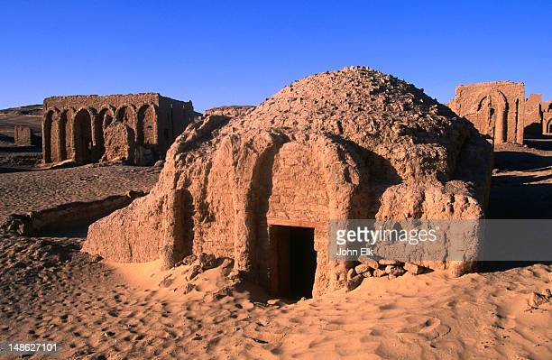 necropolis of al-bagawat (4th-6th century) in western desert. - クリプト ストックフォトと画像
