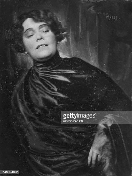 nee Rosa Vallentin *17031878Actress Cabaret performer Chansonniere Germany Portrait Vintage property of ullstein bild