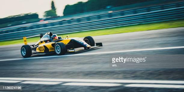 スピードの必要性 - 自動車レース ストックフォトと画像