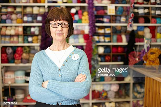 needlecraft store owner in her shop - 裁縫道具 ストックフォトと画像