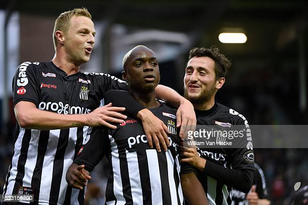 Neeskens Kebano midfielder of Charleroi celebrates with teammates after scoring pictured during the Jupiler Pro League between RCS Charleroi and...