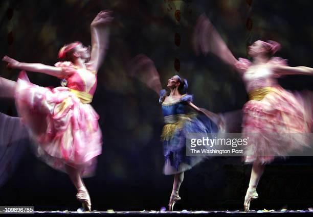 162266 PhotogPreston Keres/TWP Kennedy Center Washington DC Joffrey Ballet in 'The Nutcracker' at the Kennedy Center Here dancers make their way...