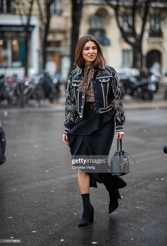 Street Style - Paris Fashion Week - Haute Couture Spring Summer 2019 : Day  Three : Fotografía de noticias