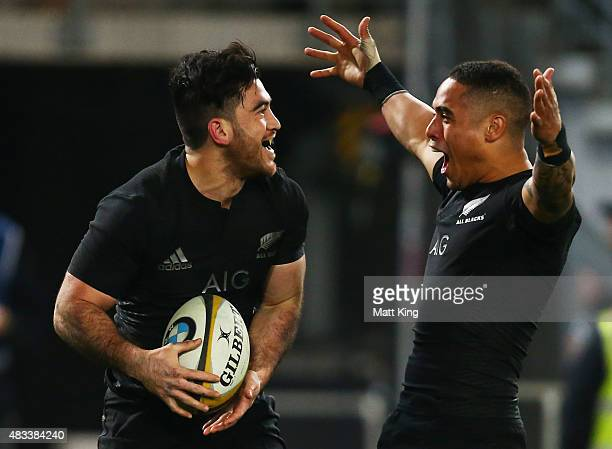 Nehe MilnerSkudder of the All Blacks celebrates with Aaron Smith after scoring a try during The Rugby Championship match between the Australia...