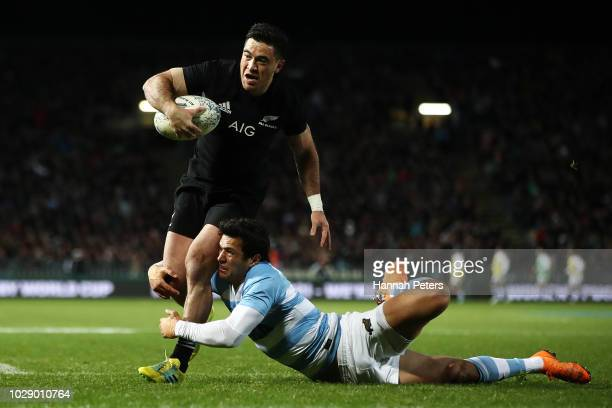 Nehe MilnerSkudder of the New Zealand All Blacks dives in for a try during The Rugby Championship match between the New Zealand All Blacks and...