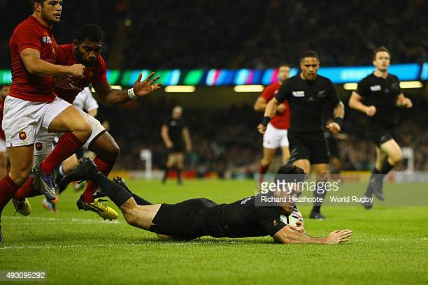 Nehe Milner-Skudder of the New Zealand All Blacks dives over to score his side's second try during the 2015 Rugby World Cup Quarter Final match...