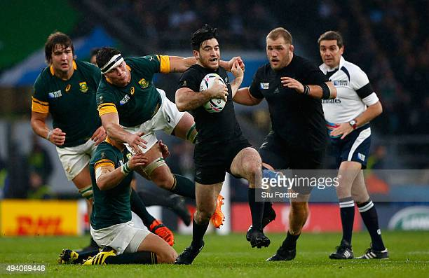Nehe MilnerSkudder of the New Zealand All Blacks escapes the tackles of Francois Louw of South Africa during the 2015 Rugby World Cup Semi Final...